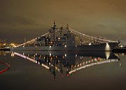US Navy 071219-N-4658L-115 The guided-missile cruiser USS Cape St. George (CG 71) sits pier-side, ready for a judging panel's inspection during the 2007 holiday ship decoration contest