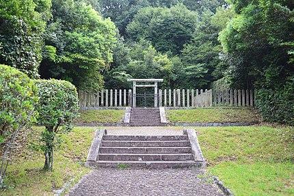 都紀女加王墓 拝所
