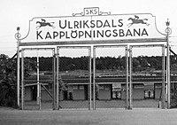 Ulriksdals væddeløbsbane entré.jpg