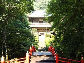 Ungan-ji Temple entrance (Tochigi, Japan).jpg