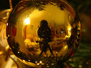 Curved mirror - A virtual image in a Christmas bauble.