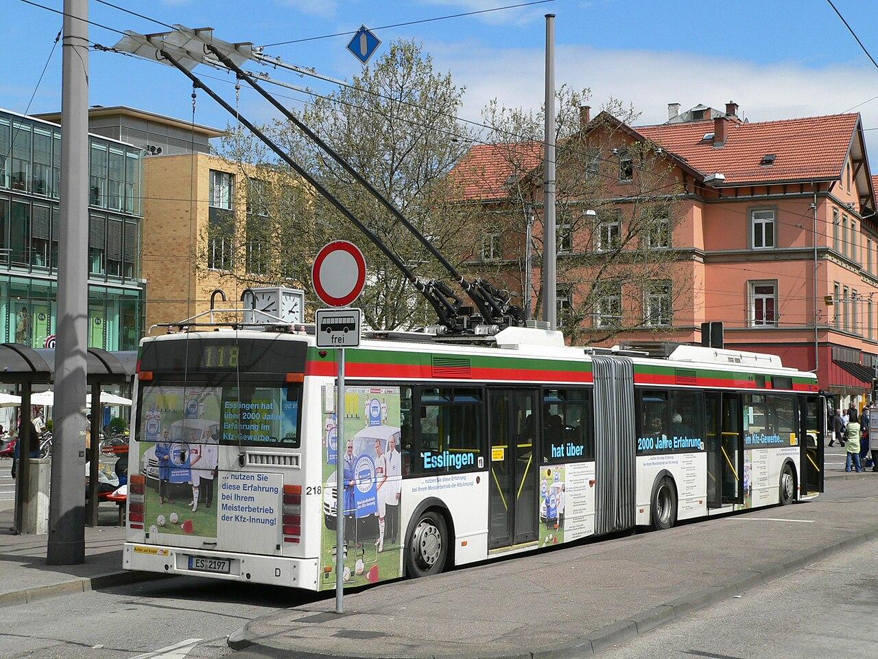 VanHoolEsslingenTrolleyBus P1010052.jpg