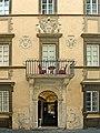 Via Giulia (Rom);Palast mit den Farnese Wappen.jpg