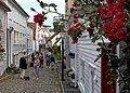 Viele Blumen schmücken im Sommer die Altstadt von Stavanger. 02.jpg