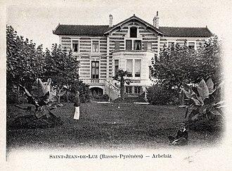 Tirso de Olazábal y Lardizábal - Old postcard showing two of Tirso's sons, Rafael and Pelayo, in the gardens at Villa Arbelaiz in Saint-Jean-de-Luz.