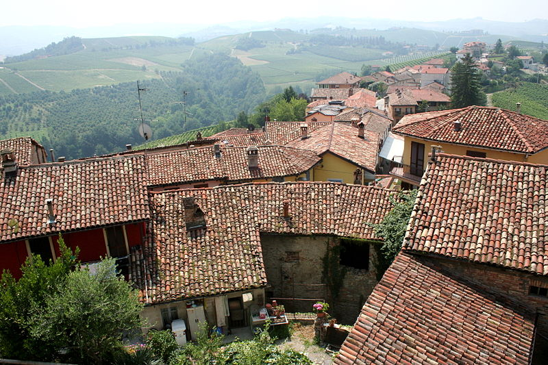File:Village in Piemonte, Italy.jpg