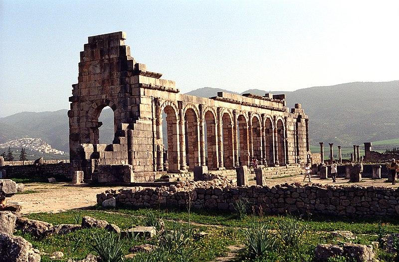 ������ ����� ����������� ������� 800px-Volubilis-basilica.jpg