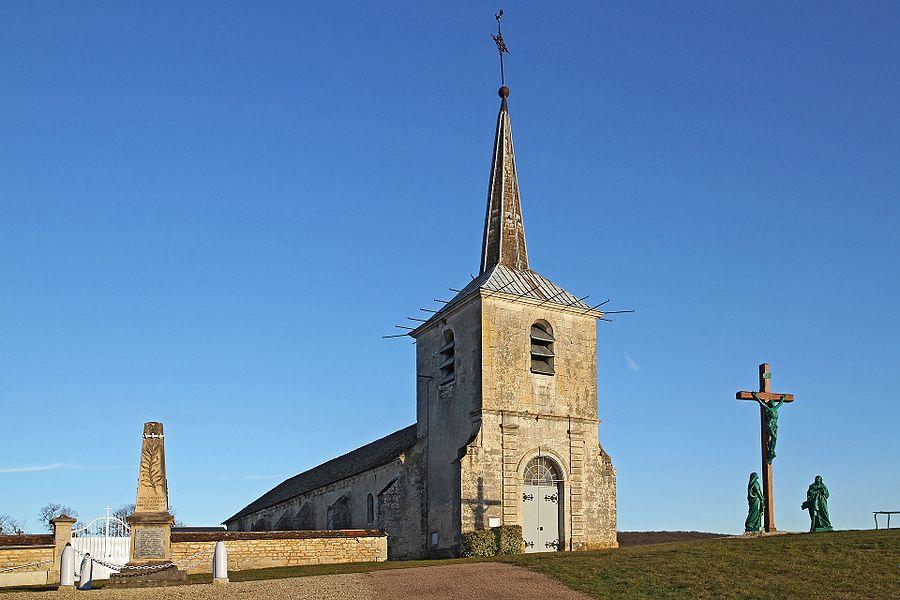 Église, monument aux morts et calvaire de Voutenay-sur-Cure