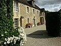 Vue des gites du Château de Guernon-Ranville.JPG