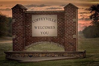 Coffeyville, Kansas - Image: Welcome Sign Sunrise