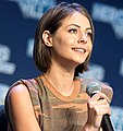 Willa Holland - Heroes & Villains Fan Fest 2016 04.jpg
