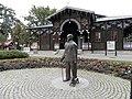 Zabytkowy Teatr Letni i pomnik Jerzego Waldorfa.jpg