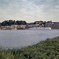 Zicht op Waalkade vanaf overkant Waal - Nijmegen - 20358127 - RCE.jpg