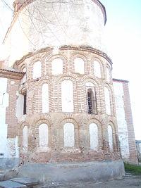 Ábside de la Iglesia de San Miguel Arcángel de Cantiveros.JPG