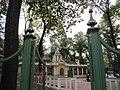 Одно из строений Летнего сада (вид с главной аллеи).JPG