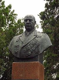 Памятник (бюст) Тимошенко С.К. в Фурмановке.JPG