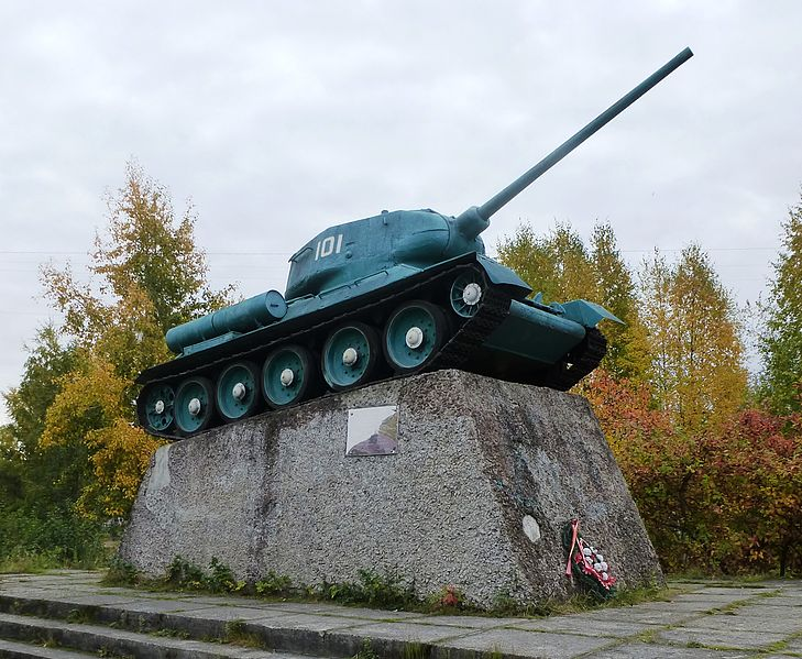 File:Т-34(Медвежьегорск).jpg