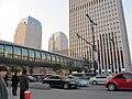 杭州大厦前的天桥 - panoramio.jpg