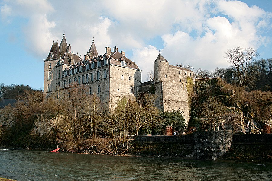 Château des comtes d'Ursel et anciennes murailles d'enceinte de la ville de Durbuy