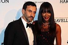 11 - Ricardo Tisci y Naomi Campbell (16512944973) .jpg
