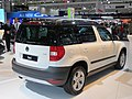2012 Škoda Yeti (5L MY13) 77TSI wagon (2012-10-26) 02.jpg