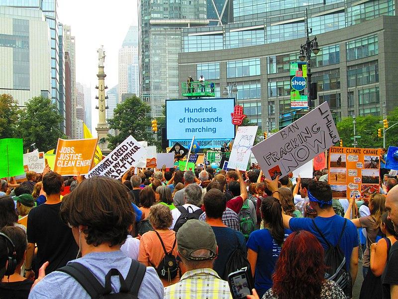 Народний кліматичний марш 2014 року, Нью-Йорк. Автор фото — Beyond My Ken, ліцензії GFDL та CC-BY-SA