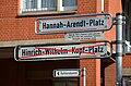 2015-04-02 Hanna-Arendt-Platz in Hannover, Straßenschild mit Legende am Tag der Umbenennung vom Hinrich-Wilhelm-Kopf-Platz.jpg
