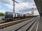 2018-06-19 (136) 37 84 7829 684-1 and other freight wagons at Bahnhof Herzogenburg.jpg