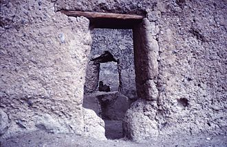 Cuarenta Casas - Typical T-shaped doorway