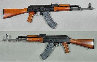 Albanian Land Force - Image: AKM automatkarbin, Ryssland 7,62x 39mm Armémuseum