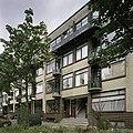 Aanzicht voorgevel met balkonnen en entree - Rotterdam - 20388436 - RCE.jpg