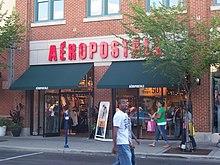 b9cf9933ea69d Tienda Aéropostale en un centro comercial.