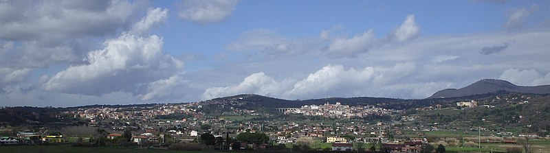 http://upload.wikimedia.org/wikipedia/commons/thumb/8/80/Albano_Laziale_-_Ariccia.jpg/800px-Albano_Laziale_-_Ariccia.jpg