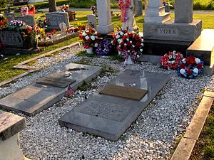 Alvin York -  The graves of Alvin York and Gracie Williams York