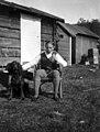 Andreas Moe med Gordon Setter (ca. 1910) (14729782839).jpg