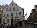 Asternstraße 15, 30167 Hannover Nordstadt, aus der Kneipe Zille wird die Bar Zensurfrei, hier mit dem Graffiti-Künstler Gero Bittkoven im Hauseingang.jpg