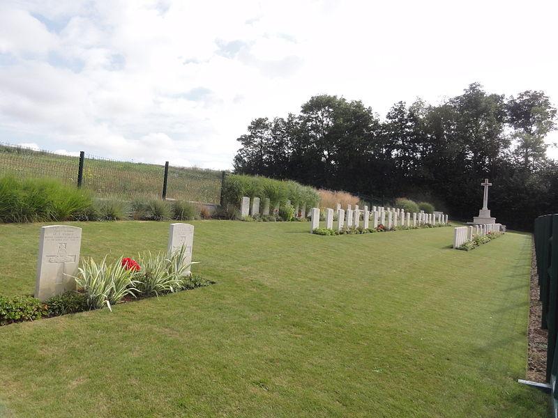 Attilly (Aisne) Marteville Communal Cemetery