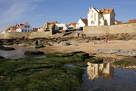 Audresselles seafront seen from the beach.JPG