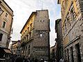 Banchi di sopra angolo via montanini, torri di uno scomparso castellare.JPG