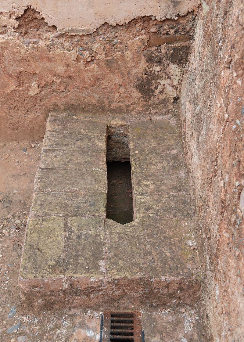 Banys àrabs de Torres Torres, latrina.JPG