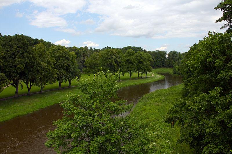 File:Bartoszyce. Łyna przepływająca przez Park Elżbiety..jpg