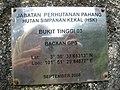 Batu tanda Bukit Tinggi 03, Jabatan Perhutanan Pahang, Hutan Simpanan Kekal, Bentong, Pahang - panoramio.jpg
