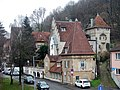 Beim 366 km langen Neckartalradweg, Man beachte die Lage der Häuser in der verkehrsreichen Gegend (u. a. B10) - panoramio.jpg