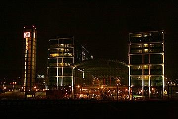 Berlin Hauptbahnhof.night.JPG