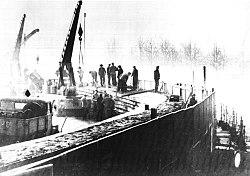 Ανατολικογερμανοί οικοδόμοι δουλεύουν στο χτίσιμο του τείχους (20 Νοεμβρίου 1961)