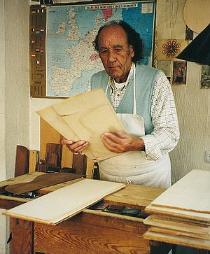 Paulino Bernabe Senior - The Spanisch luthier  Paulino Bernabe (Senior) in his workshop in Madrid (Spain). October 2000.