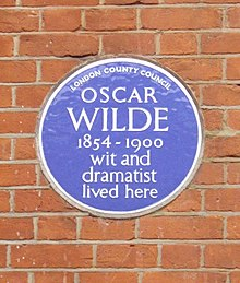 Blue Plaque (Oscar Wilde 1854 - 1900), 34 Tite Street, London-geograph-1163963.jpg