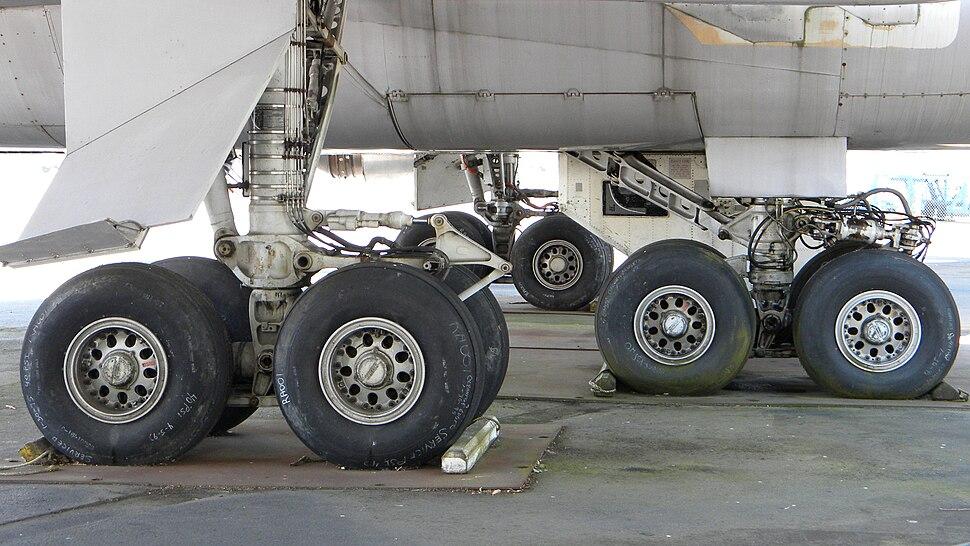 Boeing 747 prototype main landing gear