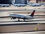 Boeing 757 N534US take off at Phoenix Aug 2012 (7896558938).jpg