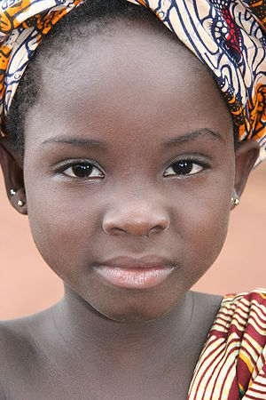 A young girl of the Bozo people along Niger ri...